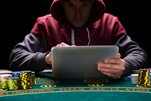 5 Common Mistakes Made At Poker Tables - Gambling